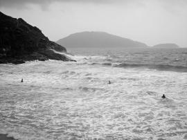 robinmoyer-passing-typhoon-big-wave-bay2011-hk_